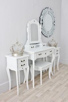 pair-of-valentine-white-painted-bedside-tables-4-3964-p.jpg