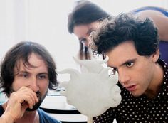 Mika with sculptor Aaron Distler - Swatch International