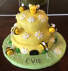 How to Make a Stunning Bumble Bee Cake