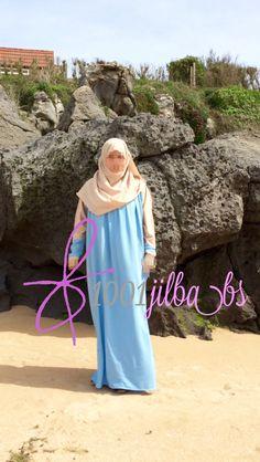 Abaya Hidaya y hijab a juego de la marca Ropa Islámica.