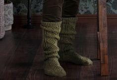 Pitkät villasukat x 8 – äänestä kauneimmat ja katso ohjeet! - Kotiliesi.fi Knitting Socks, Leg Warmers, Knit Crochet, Diy Crafts, Clothes, Fashion, Knit Socks, Leg Warmers Outfit, Outfits