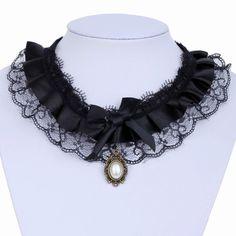 collier en dentelle avec cabochon  blanc et ruban satin antique lace ref MAD51