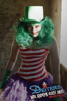 laugh with the joker #jokergirl #laughing #halloween #costumes #Kostüme