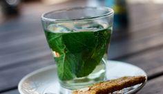 8 handige tips om een opgezette buik te voorkomen - Culy.nl - Mint tea