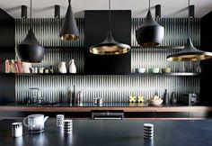 Une cuisine grise et noir à couper le souffle