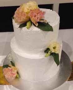 #cake #engaged #engagement #engagementcake #marriage #simple #icing #flowers #floral #party #engagementparty