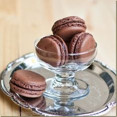 These Dark Chocolate Truffle Macarons are fragile, yet soft; fudge and full of intoxicating chocolate. Great Dark Chocolate Truffle Macarons recipe are amazing! Chocolate Macaroons, Dark Chocolate Truffles, Chocolate Ganache, Chocolate Fondue, Chocolate Brownies, Chocolate Covered, Just Desserts, Delicious Desserts, Oreo Desserts
