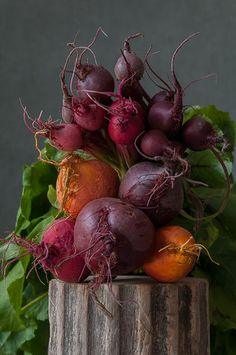 How To Eat Healthy, Even When You're Busy: Simple Nutrition Tips New Fruit, Fruit And Veg, Fruits And Vegetables, Fresh Fruit, Food Photography Styling, Food Styling, Nutrition Tips, Raw Food Recipes, Beets
