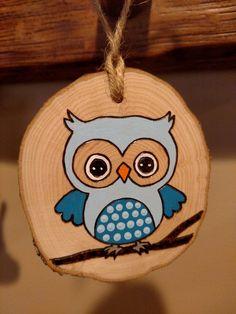 christmas paintings Wood Burned Ornament Blue Owl Christmas Ornament can Wood Slice Crafts, Wood Burning Crafts, Wood Crafts, Christmas Owls, Christmas Crafts, Christmas Ornaments, Christmas Ideas, Wood Ornaments, How To Make Ornaments