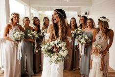 All brides dream of finding the perfect wedding day, but for this they need the most perfect wedding outfit, with the bridesmaid's dresses complimenting the brides-to-be dress. These are a number of ideas on wedding dresses. Wedding Look. Wedding Mint, Wedding Colors, Dream Wedding, Wedding Day, Budget Wedding, Wedding Ceremony, Wedding Venues, Destination Wedding, Wedding Hacks