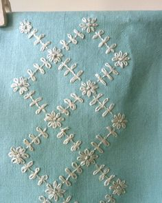 Embroidery stitches sashiko ideas for 2019 Hand Embroidery Videos, Embroidery Stitches Tutorial, Embroidery Flowers Pattern, Flower Embroidery Designs, Creative Embroidery, Simple Embroidery, Silk Ribbon Embroidery, Embroidery Techniques, Embroidery Kits