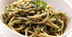 Recette de Spaghettis au pesto de courgettes au Thermomix©. Facile et rapide à réaliser, goûteuse et diététique. Ingrédients, préparation et recettes associées.