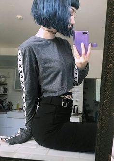 Hair Bangs Grunge Shirts 33 Best Ideas You are in the right place about grunge hair dos Here w Goth Hair, Grunge Hair, Grunge Goth, Hairstyles With Bangs, Trendy Hairstyles, Gothic Hairstyles, Pelo Ulzzang, Hair Inspo, Hair Inspiration