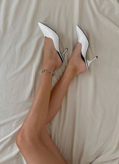 Outfits Con Camisa, Stiletto Heels, High Heels, Coffee Candle, Shoe Game, Me Too Shoes, Fashion Shoes, Kitten Heels, Footwear