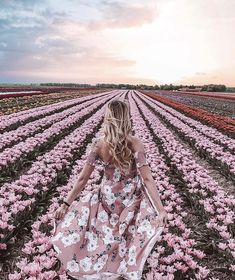 Spring Aesthetic, Flower Aesthetic, Tulip Fields Netherlands, Happy Friday, Online Girl Games, Holland, Simple Casual Outfits, Girls With Flowers, Spring Photos