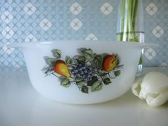 Vintage 70s Milk Glass Casserole or Oven Dish by Arcopal, Design Fruits of France door Vantoen op Etsy