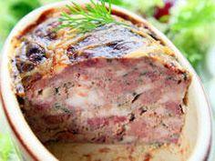 Préparez une délicieuse terrine de volailles pour servir en entrée avec une salade verte.