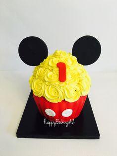 Mickey Mouse giant smash cupcake