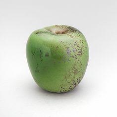 Starkeldsfajans. Glasyr i grönt samt lila och svartmelerad. H.: 12 cm