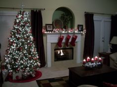 http://www.roomzaar.com/rate-my-space/Holidays/A-Crystal-Christmas/detail.esi?oid=22905368