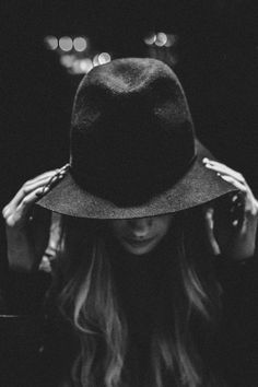 Portrait - Hat - Low Key - Black and White - Photography - Pose Idea / Inspiration