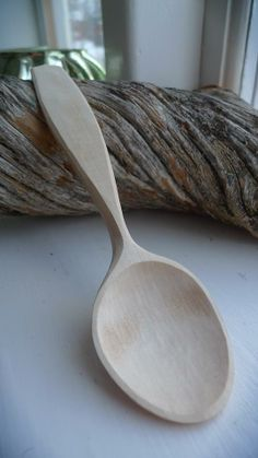 Olov Ostling - hand carved eating spoon. Amazingly clean lines.