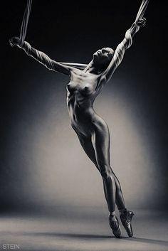 Nackt  Caroline Rocher Dance Theatre