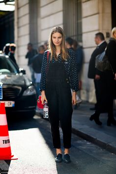 definitely pulling off the overall look. (pictured: Tilda Lindstam) #streetstyle #fashion #modeloffduty