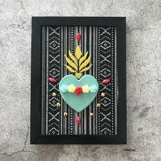 Decorazione da parete per gli amanti dello stile messicano con cuore sacro e sfondo azteco ❁ Frame Wall Decor, Framed Wall, Frames On Wall, Wood Work, Gods Love, Whimsical, Hearts, Poster, Faith