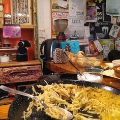 BarrioSurZaragoza (calle San Jorge 29) nos propone una variada carta de raciones caseras y típicas de la gastronomía vegetariana elaboradas en el acto.