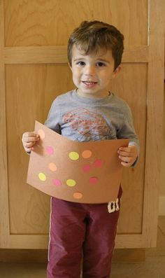 Simple fall project for toddlers! Invitation to Create: Fall Art for Toddlers with Circles - Buggy and Buddy