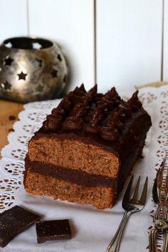 Trüffelkastenkuchen aus Schokoladen-Nussrührteig und Schokoladen-Butter-Sahne-Creme :) mal was anderes - http://geschmeidigekoestlichkeiten.at/nachspeise/trueffel-kastenkuchen/