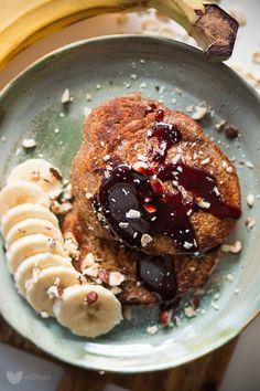 Pełnoziarniste placuszki bananowe - erVegan Veggie Recipes, Cooking Recipes, Healthy Recipes, What's For Breakfast, Healthy Sweets, Healthy Food, Egg Free, Acai Bowl, Pancakes