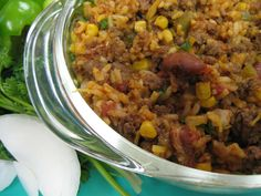 Tasty Hamburger Skillet |   1 pound ground beef   1⁄2 cup chopped onion  1⁄3 cup green pepper, chopped  2 cups water  1 cup long grain white rice  1 tsp garlic powder  1 tablespoon chili powder   1 1⁄2 cups canned diced tomatoes, with juice  3⁄4 cup canned corn, drained  3⁄4 cup canned red kidney beans, drained   1⁄2 cup grated cheddar cheese