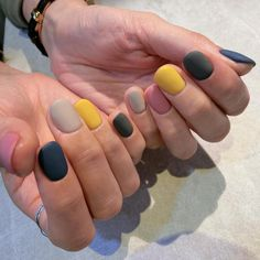 """If you're unfamiliar with nail trends and you hear the words """"coffin nails,"""" what comes to mind? It's not nails with coffins drawn on them. It's long nails with a square tip, and the look has. Solid Color Nails, Nail Colors, Short Nails, Long Nails, Prom Nails, Matte Nails, Acrylic Nails, Gradient Nails, Coffin Nails"""