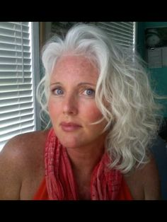 Wendy - Lovely snow-white waves are so flattering with her eyes and completion. #ageless #beauty
