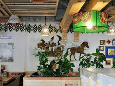 Era cred în jur de 14.00 când am ajuns noi la Restaurantul La Plăcinte din Nicolae Caramfil și mă așteptam să găsim acolo un număr mare de corporatiști întârziați cu masa de prânz. Nu a fost să fie, restaurantul era aproape gol, un lucru de care ne puteam bucura, pentru că, cel puțin teoretic, ar …