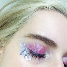 The addict of the hottest New Gene Girls in the world! Cool Makeup Looks, Cute Makeup, Graphic Eyeliner, Fairy Makeup, Photo Makeup, Glitter Makeup, Creative Makeup, Hair Art, Face And Body