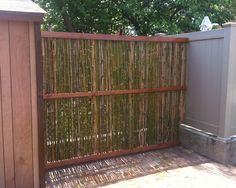 Bamboo garden screen - All About Outdoor Projects, Garden Projects, Patio Privacy Screen, Garden Screening, Porch And Balcony, Building A Fence, Living Fence, Garden In The Woods, Outdoor Living