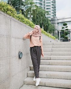 42 Ideas fashion hijab casual dresses muslim for 2019 Hijab Fashion Summer, Modern Hijab Fashion, Street Hijab Fashion, Hijab Fashion Inspiration, Muslim Fashion, Look Fashion, Hijab Fashion Style, Trendy Fashion, Fashion Muslimah