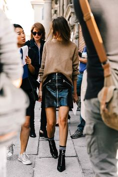 Photo via: Vogue Spain This season, patent leather skirts are going to be all the rage and this street style star shows exactly how to pull off the daring style. Simply pair the shiny skirt with a neu