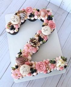 Birthday Ideas Discover Home - Scarlett Events Number pull apart cupcake cake. Can also be done as a letter cake. Pull Apart Cupcake Cake, Pull Apart Cake, Cupcake Cakes, Cupcake Ideas, Cup Cakes, Number Birthday Cakes, Number Cakes, 21st Birthday Cupcakes, Tea Party Cupcakes