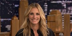 Woof. | Julia Roberts Confronts The Dog That's Afraid Of Her Face