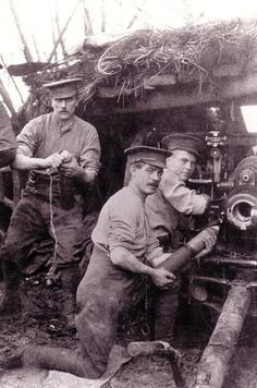 WWI, Dec 1914, 18-pounder of the Royal Field Artillery in action near Houplines. The gunner on the left is setting the fuse on the nose cap of the shell. - ://www.johndclare.net/images/Artillery_gunners.JPG