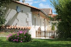 Holiday Cottages in Aubeterre-sur-Dronne, Charente, Poitou-Charentes, France FR22137