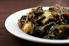 Saag aloo, Indian spiced potatoes with spinach -- a perfect side dish with fish or chicken. Vegetable Recipes, Vegetarian Recipes, Cooking Recipes, Healthy Recipes, Vegetarian Dish, Aloo Saag Recipe, Indian Food Recipes, Asian Recipes, Side Dishes For Fish