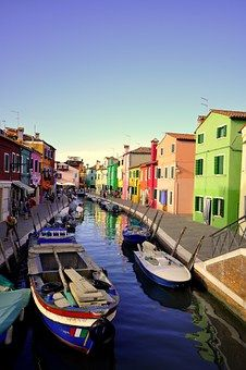 Now that we have had a little taste of what Venice has to offer, let's continue exploring this floating paradise. Today we will be exploring the amazing BURANO. BURANO Why Burano ? Burano is one of the islands in the Venetian Lagoon that Venice Travel, Italy Travel, Travel Usa, Travel Europe, California Honeymoon, California Travel, Holiday Destinations, Travel Destinations, Colourful Buildings