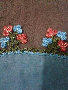 This Pin was discovered by zey Lace Flowers, Crochet Flowers, Crochet Lace, Filet Crochet, Crochet Stitches, Bead Loom Patterns, Crochet Patterns, Crochet Boarders, Loom Beading