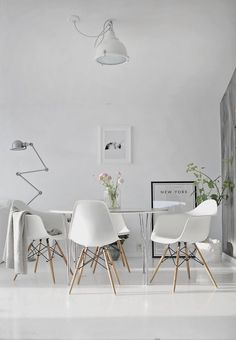 Eames Plastic chair, this chair was designed for the Low-Cost furniture D .,Eames Plastic chair, this chair was designed for the Low-Cost furniture Design contest of the Museum of Modern Art of New York in it was the fir.