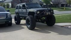 KTMRacer's XJ running Dana 60's geared, locked, trussed, and armored up. Full width axle swap on 37's in this picture. TNT customs front bumper with a nice winch set up. Full unibody plating to help beef things up and because of the axle swap and of course it can go doorless